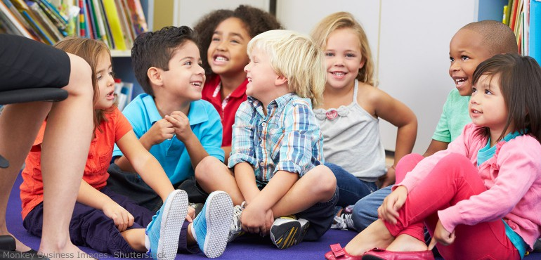 kindergarten-children-sitting-on-floor-770x370